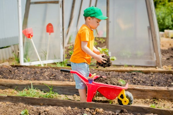 Awesome Kids' Garden Projects: Spend More Time with Your Kids gardening