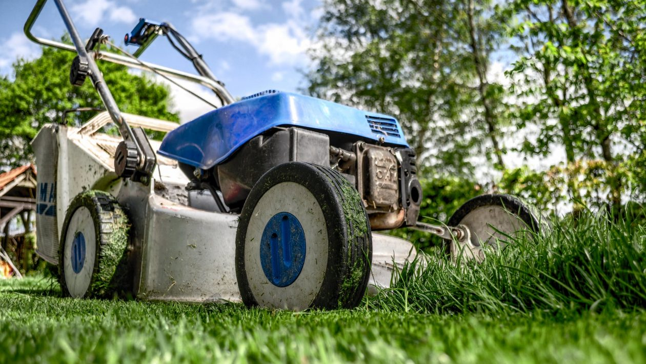 7 Tips on Maintaining a Lawn Mower
