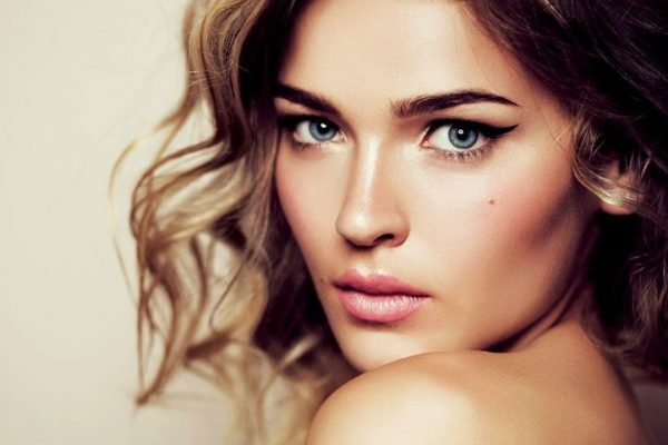 The Art of Lighting in Fashion and Beauty Photography woman