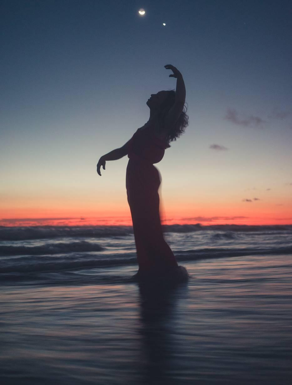The Art of Lighting in Fashion and Beauty Photography dancing in dusk