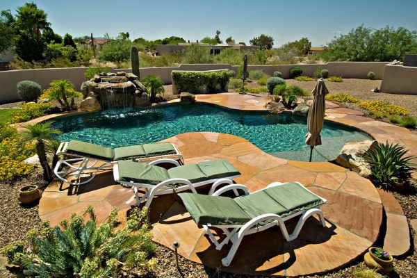 X best Ways To Decorate Your Pool