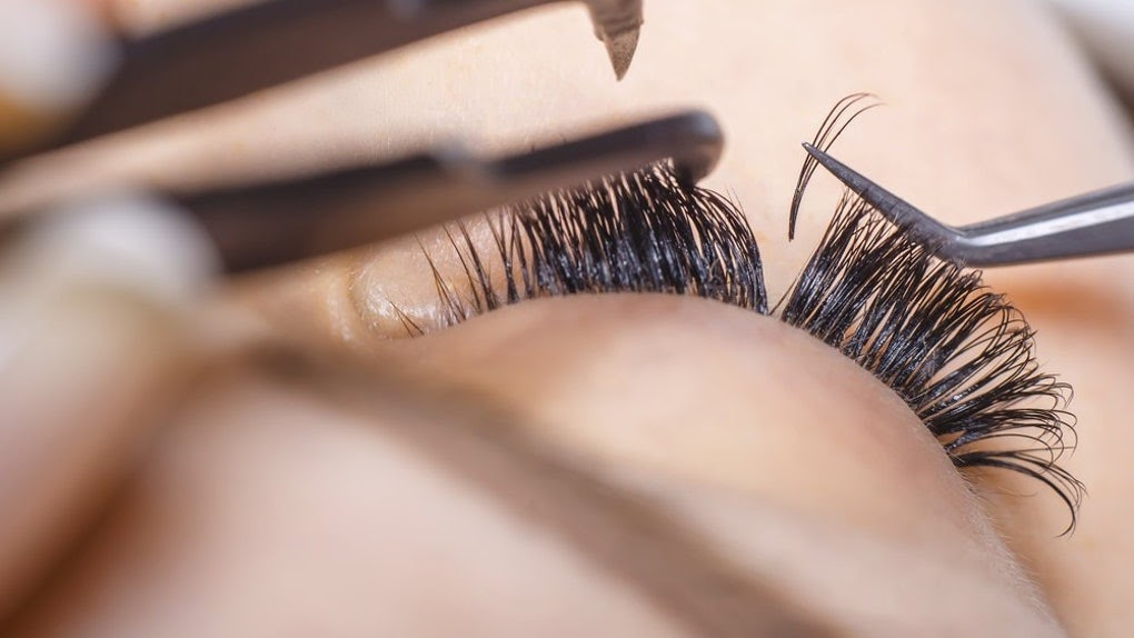 Less Expensive Ways To Create Long Eyelashes Naturally